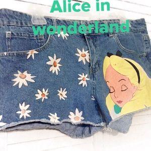 Alice in wonderland shorts by Disney sz13